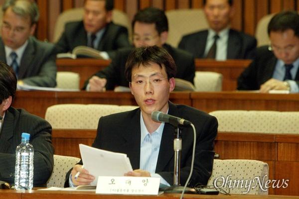 2005년 3월, 양심적 병역거부자로 수감 중인 필자가 국회 국방위원회 공청회에 출석해 증언하고 있는 모습.