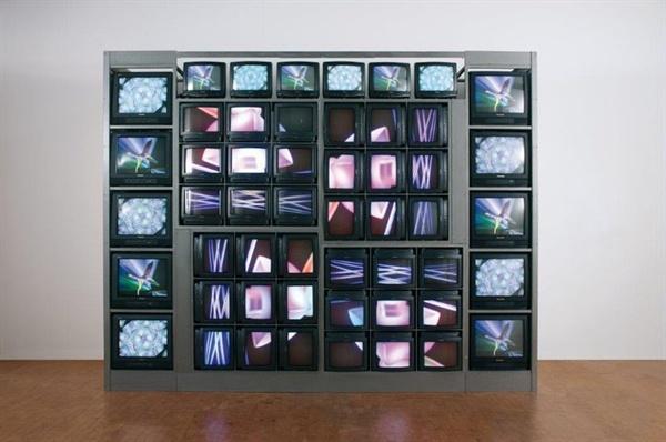 백남준 I 'TV 안경(TV Eyeglasses)' 1971 Collection ⓒ Estate of Nam June Paik. 이 작품은 1994년 '인터넷 드림(Internet Dream)'으로 업그레이드된다
