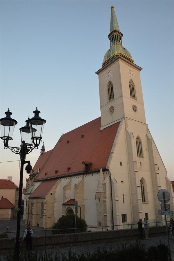 성 마틴 대성당 독실한 카톨릭 신자가 많은 슬로바키아에서 가장 유서 깊은 성당이다.