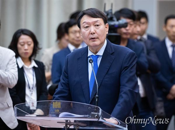 윤석열 검찰총장이 17일 오전 서울 서초구 대검찰청에서 열린 법사위 국정감사에서 업무보고를 하고 있다.