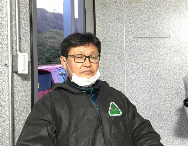 방역초소에서 이영남씨