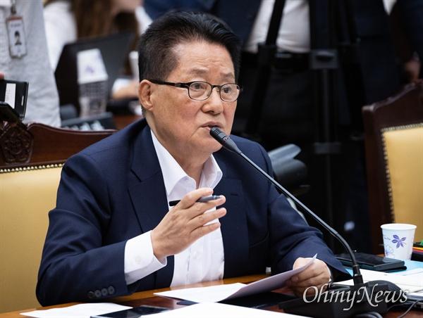 무소속 박지원 의원이 17일 오후 서울 서초구 대검찰 법사위 국정감사에서 질의를 하고 있다.