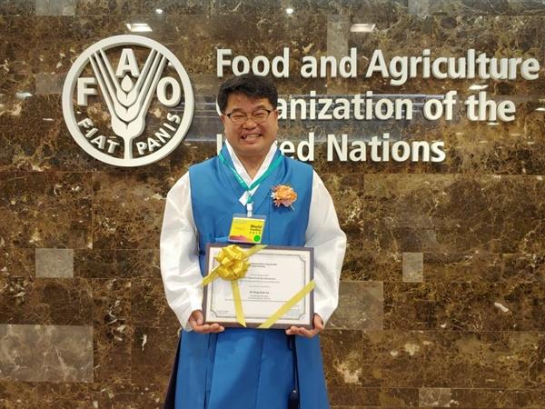 (주)미실란 이동현 대표가 UN식량농업기구가 수여하는 '2019 모범농민' 표창을 받았다.