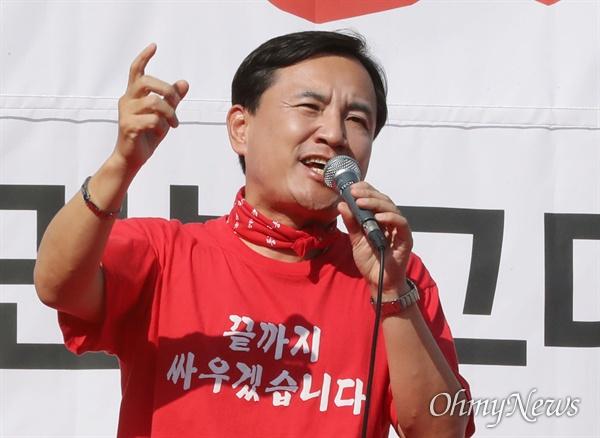 규탄사 하는 김진태 자유한국당 김진태 의원이 19일 오후 서울 광화문 세종문화회관 앞에서 열린 '국민의 명령, 국정대전환 촉구 국민보고대회'에서 규탄사를 하고 있다.