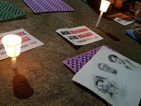 한 광주시민의 그림 노무현 대통령, 문재인 대통령, 조국 전 장관의 얼굴이 그려진 그림이 놓여져 있다.
