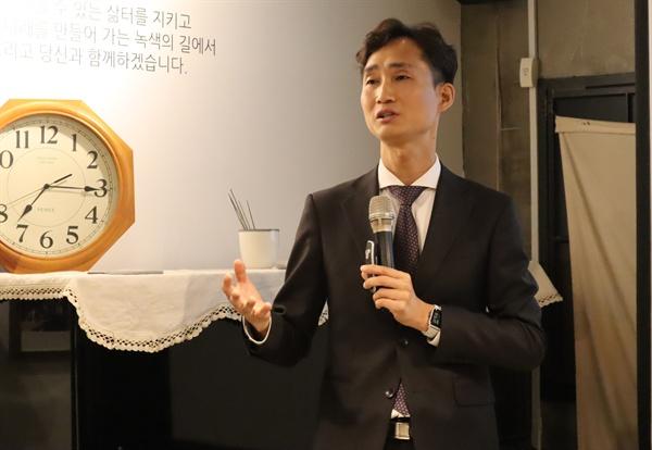 지난 17일, 서울시 종로구 누하동 환경운동연합 회화나무홀에서 '아직도 채식을 망성이는 사람들에게'란 주제로 이의철 직업환경의학 전문의가 강연했다.