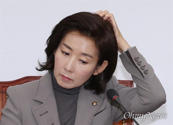 자유한국당 나경원 원내대표가 21일 오전 국회에서 열린 최고위원회의에 참석하고 있다.