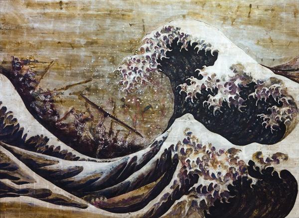 김선태 작가의 작품 'Confusion 2013'. 2011년 동일본 대지진의 트라우마를 겪은 작가가 건담을 소환해 파도를 막아서는 모습을 그렸다. 파도의 도상은 호쿠사이(1760~1849)의 유명한 그림('가나가와 해변의 높은 파도 아래')을 차용했다.
