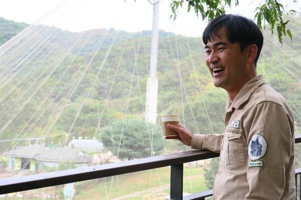 김정호 수의사(진료사육팀장)는 2002년부터 18년 가까이 청주동물원에서 일해왔다.