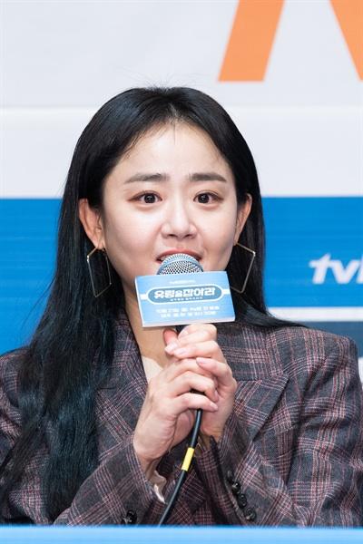 tvN 새 월화드라마 <유령을 잡아라> 제작발표회 현장. 드라마 연출을 맡은 신윤섭 PD와 배우 문근영(유령 역), 김선호(고지석 역), 정유진(하마리 역), 조재윤(이만진 역)이 참석했다.