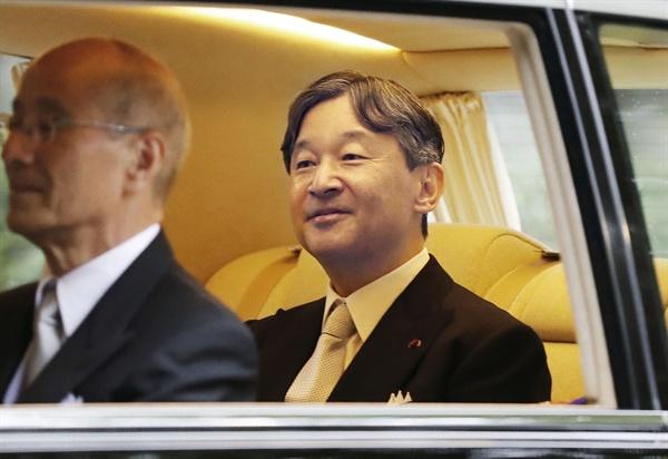 나루히토(德仁) 일왕이 22일 오전 8시9분께 거처인 도쿄 아카사카 고쇼(赤坂御所)를 나서 즉위식이 열리는 왕궁으로 향하고 있다.