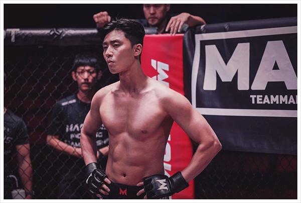 <사자>에서 링에 오른 격투기 챔피온 용후(박서준)