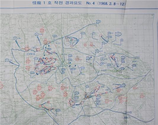 청룡부대 괴룡 1호 작전 지도. 지도에는 퐁니, 퐁넛, 퐁룩으로 한국군이 진입한 동선이 표시되어 있다.