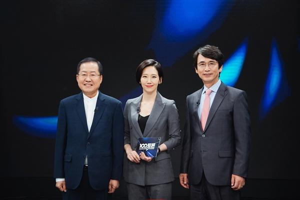 지난 22일 방송된 20주년 특집 MBC <100분토론 >은 김지윤 교수의 사회 아래에 유시민 노무현재단 이사장과 홍준표 전 자유한국당 대표가 출연해 다양한 의제에 대한 이야기를 나눴다.