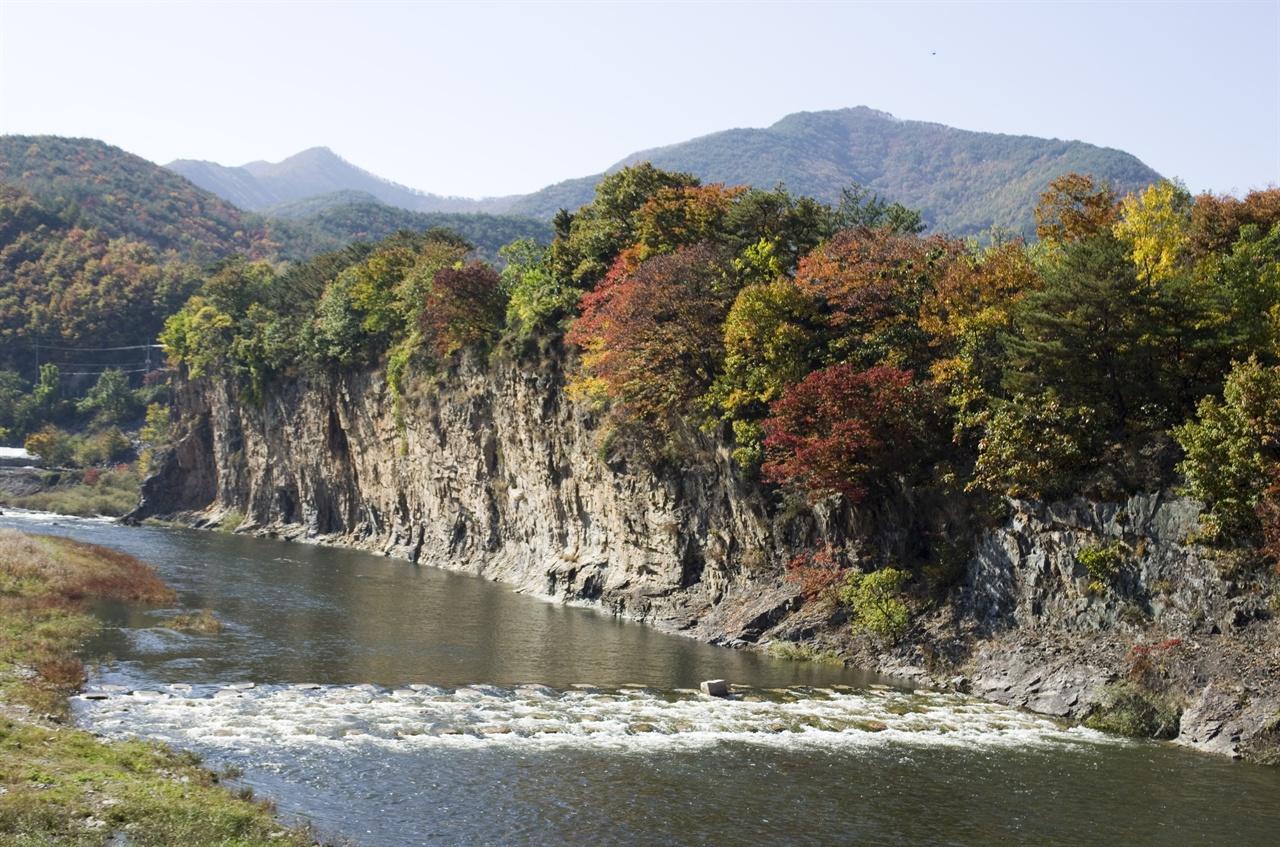 단풍이 아름다운 주왕산 계곡.