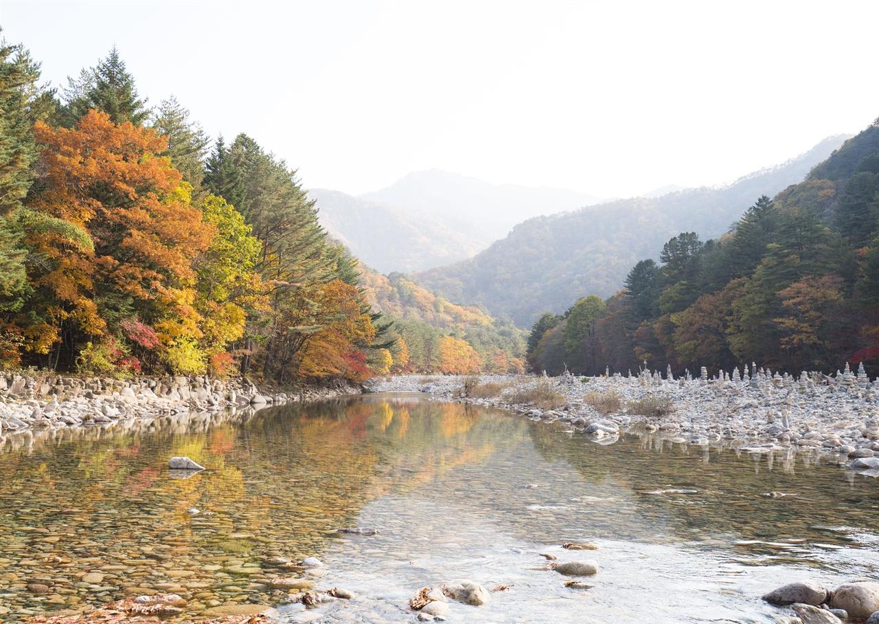 백담사 계곡   100개의 연못과 천불천탑을 거느린 백담사