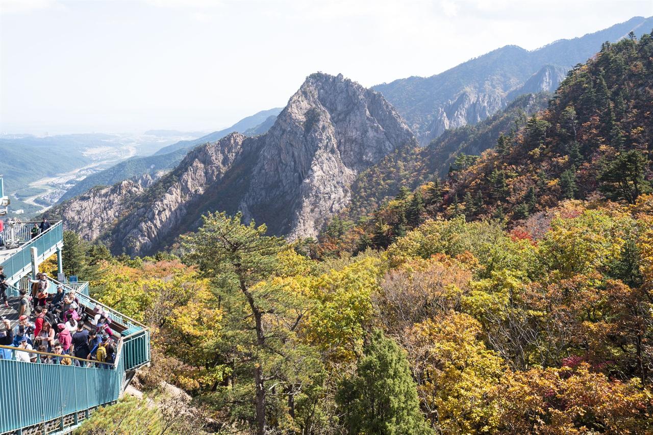 설악산 단풍서    권금성 케이블카에서 바라본 설악산
