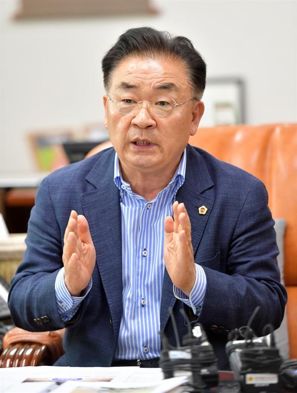"""김태석 의장 김 의장은 """"제2공항은 제주도민을 위하고 제주도민의 결정이 최우선되어야한다""""며 """"공론화를 통해 결정권을 제주도민에게 돌려주자는 것""""이라고 말했다."""
