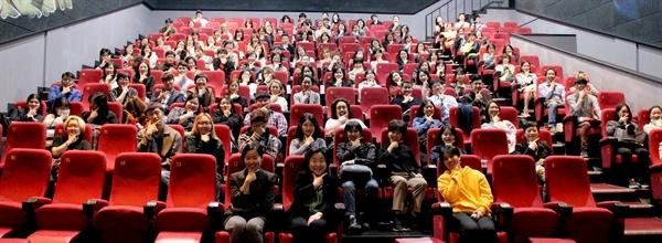 23일 서울 홍대입구 한 영화관에서 정의당 주최로 영화 '82년생 김지영' 상영회 및 관객과의 대화 행사가 진행됐다. 단체사진