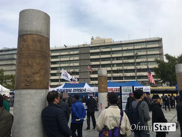 26일 서울 광화문 광장 일대에서 보수단체들이 집회를 열었다. '한국영화 100년 기념 축제' 또한 26, 27일 양일간 열린다.