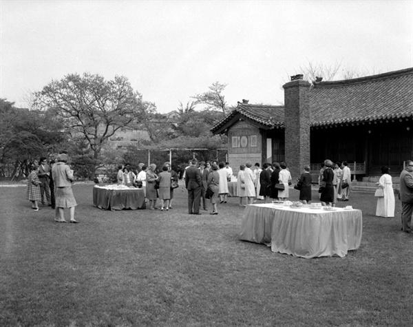 국가기록원의 1965년 사진(관리번호 CET0032202)에서 이전에 있었던 건물의 모습을 확인할 수 있습니다.