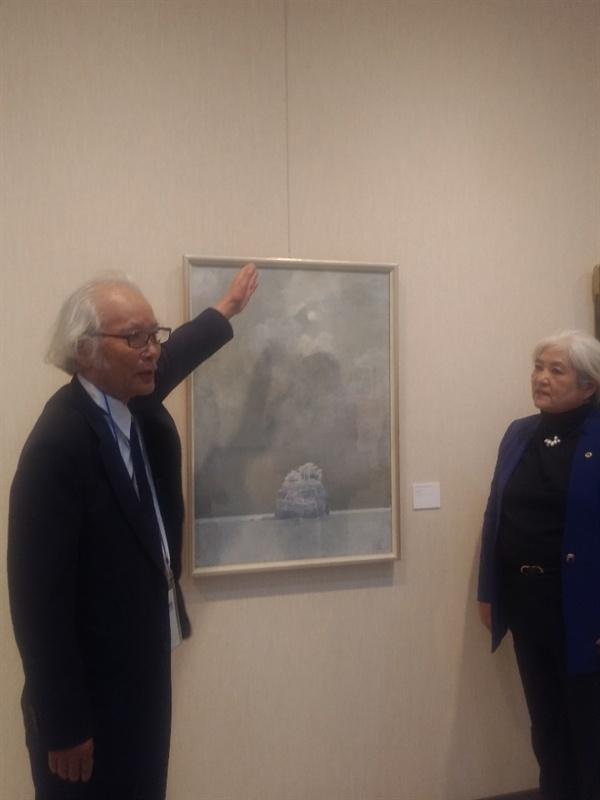 고나다 잇키 고나다 잇키씨가 '눈내리는 이나사노하마'라는 작품에 대해 설명하고 있다.