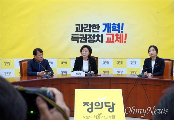 심상정 정의당 대표가 27일 오전 서울 여의도 국회에서 취임 100일 기자간담회를 열고 있다.