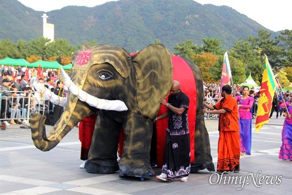 10월 27일 창원 용지문화공원에서 열린 '맘프 다문화퍼레이드'. 스리랑카.