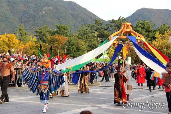 10월 27일 창원 용지문화공원에서 열린 '맘프 다문화퍼레이드'. 몽골.