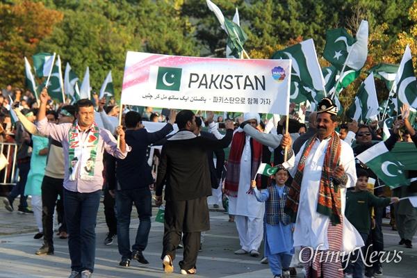 10월 27일 창원 용지문화공원에서 열린 '맘프 다문화퍼레이드'. 파키스탄.