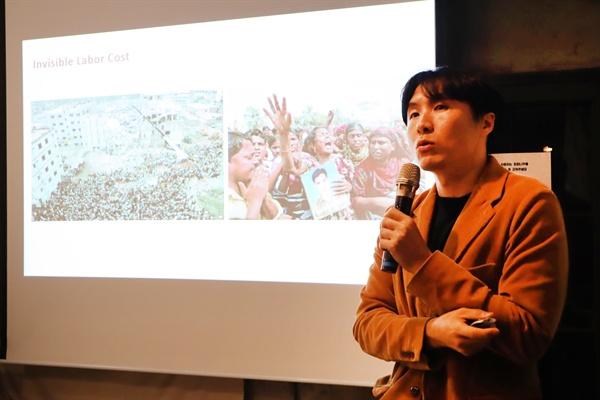 지난 24일 서울 누하동 환경운동연합 회화나무홀에서 파타고니아 한국의 김광현 차장이 '어제 산 내 옷이 지구를 파괴한다고요?'란 주제로 강연했다.