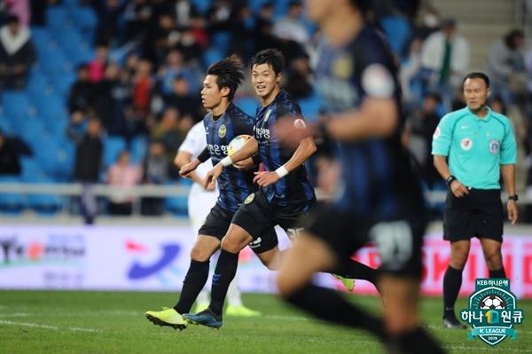 27일 오후 인천전용구장에서 열린 인천 유나이티드와 수원 삼성 블루윙즈의 K리그1 35라운드 경기에 나선 인천 명준재 선수의 모습.