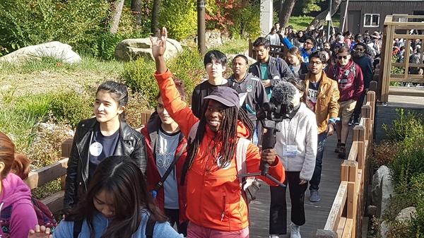 10월 26일 오전 '서울둘레길, 세계인이 걷는다' 페스티벌 참가자들이 서울 우이동 '만남의광장'을 출발하고 있다.