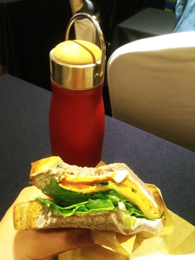 일회용컵 대신 텀블러 그리고 비건 샌드위치