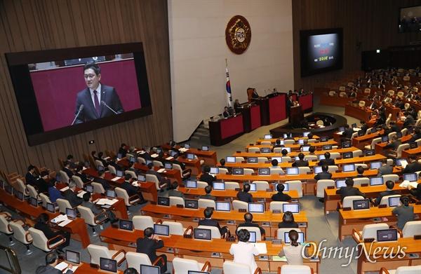 오신환 바른미래당 원내대표가 30일 오전 국회 본회의장에서 교섭단체 대표연설을 하고 있다.