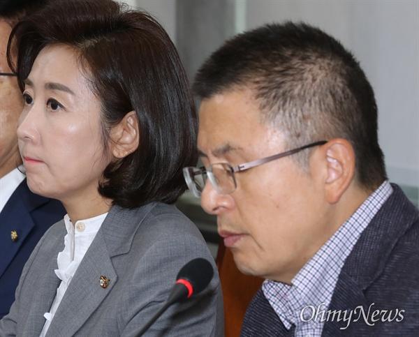 자유한국당 나경원 원내대표가 31일 오전 국회에서 열린 최고위원회의에서 황교안 대표의 모두발언을 듣고 있다.