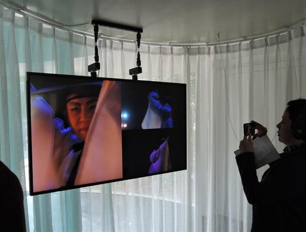 정은영 작가의 영상작품 '섬광, 잔상, 속도와 소음의 공연' 비디오사운드 설치, 5.1 입체음향, 가변크기 2019