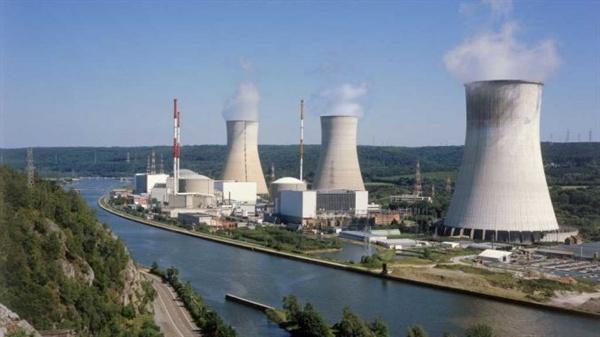 벨기에 뮤즈강변에 있는 Tinhange 원전 홍수에 취약한 상태에 놓여있는 벨기에 원전. 침수 위험에도 예산 문제로 개선이 안되고 있다.