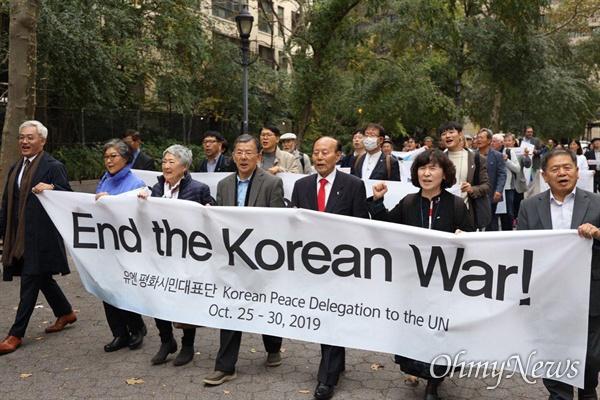 유엔시민평화대표단은 10월 25~30일 사이 뉴욕, 워싱턴에서 '한반도 평화'와 관련해 다양한 활동을 벌였다. 거리행진.