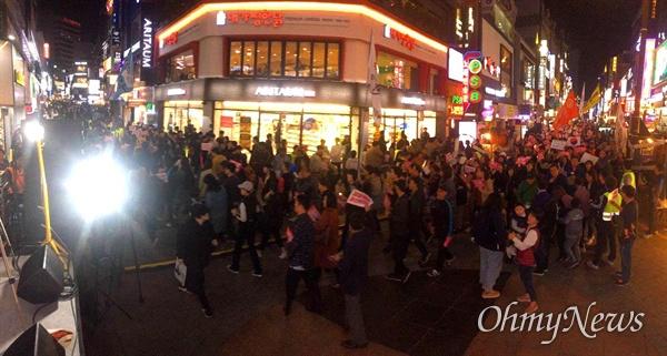 """적폐청산?사회대개혁 부산운동본부는 11월 2일 저녁 부산 서면에서 """"촛불혁명 3년, 검찰적폐 청산. 부산시민대회""""를 열었다."""
