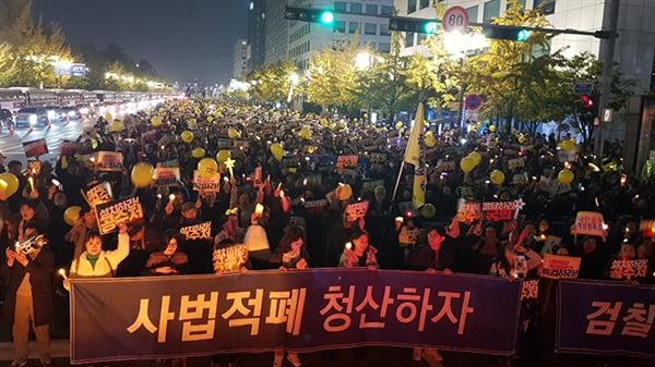 2일 오후 국회 인근 영등포구 여의대로에서 열린 '사법적폐청산을 위한 제12차 검찰개혁 촛불문화제'