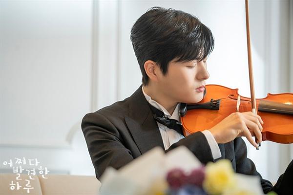 바이올린을 켜는 서브 남자주인공 도화
