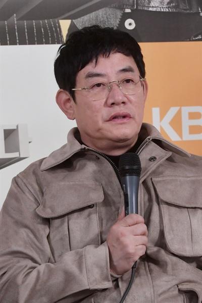 KBS 2TV 새 예능 <개는 훌륭하다> 기자 간담회에 참석한 이경규.