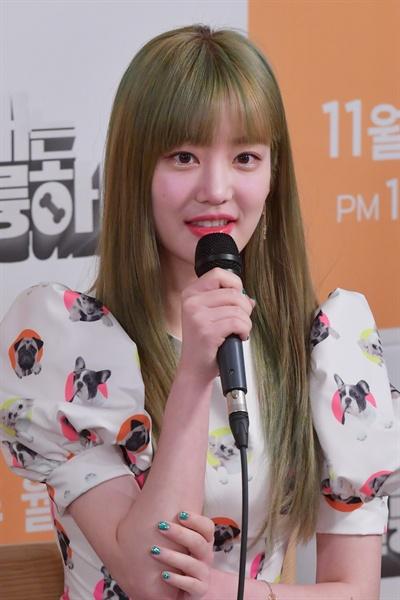 KBS 2TV 새 예능 <개는 훌륭하다> 기자 간담회에 참석한 이유비.