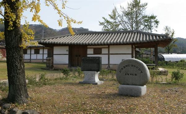 난고 김병연의 마지막 순간을 함께 했던 압해정씨 옛집. 구암마을에 복원돼 있다.