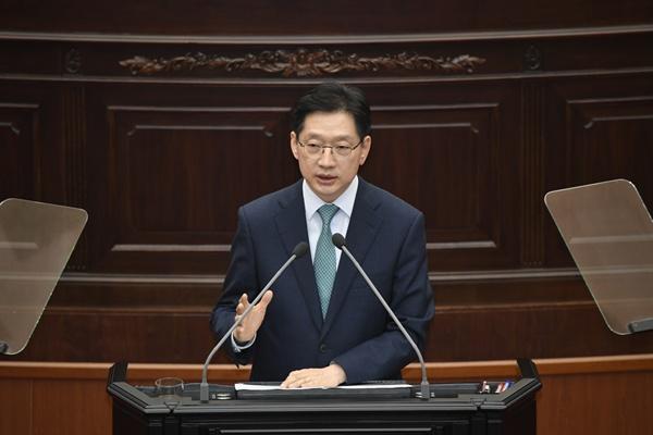 김경수 경남지사가 5일 오후 경남도의회 본회의장에서 시정연설하고 있다.