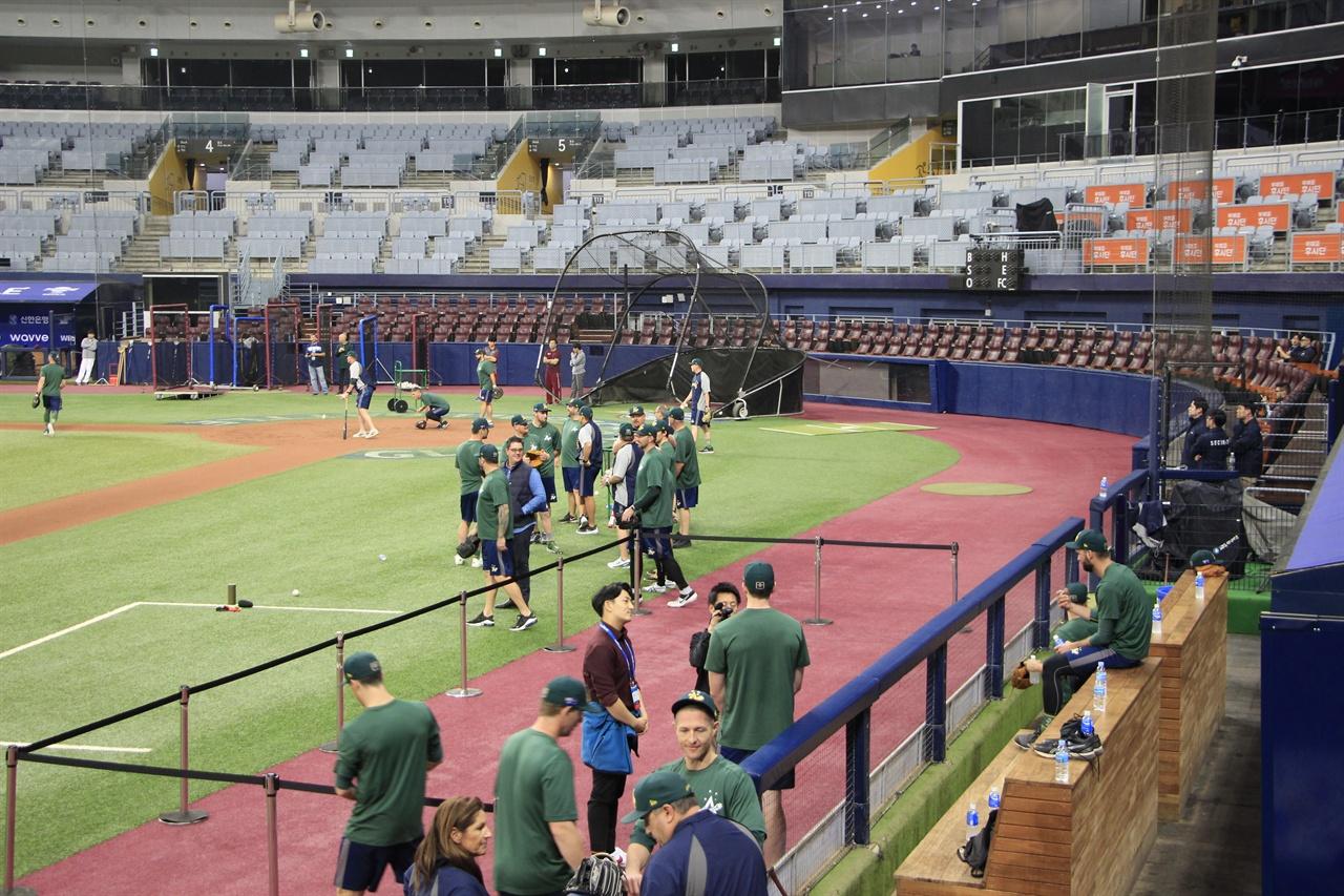 공식연습하는 호주 국가대표팀. 호주 국가대표팀은 C조 경기에서 한국과 올림픽 티켓을 두고 경쟁할 전망이다.