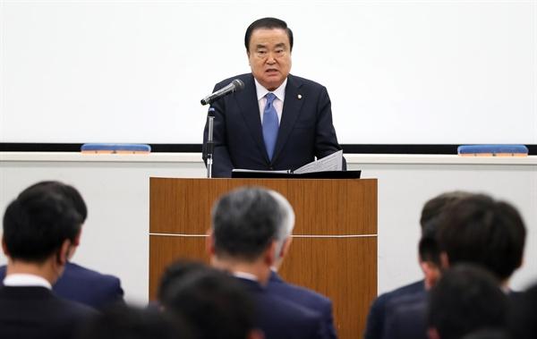 일본을 방문 중인 문희상 국회의장이 5일(현지시간) 오후 도쿄 와세다대학교에서 '제2의 김대중-오부치 선언, 문재인-아베 선언을 기대합니다'라는 제목으로 특강을 하고 하고 있다.