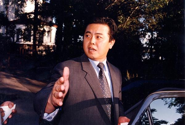 1994년 핀란드 대사로 재직 당시 김평일의 모습.