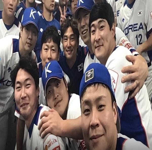 경기 후 승리를 만끽하고 있는 한국 대표팀